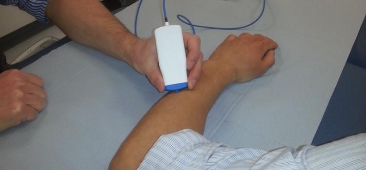 muscle disease diagnostics device via electrical signals